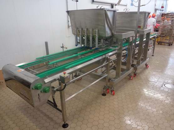 Indexing conveyor with 2 x 5 lane Mini-Fill over